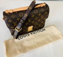 LOUIS VUITTON POCHETTE MÉTIS MONOGRAM CANVAS LEDER BRAUN