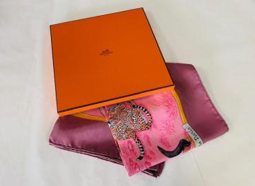 Hermès Foulard 'tendresse féline' Robert Dallet Seide rosa altrosa bunt